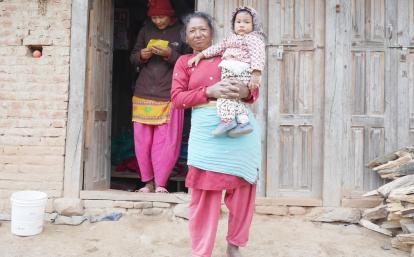 ネパールの親子